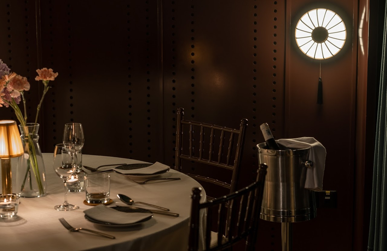 private-at-the-chow-kit-table-setting-night-ambience